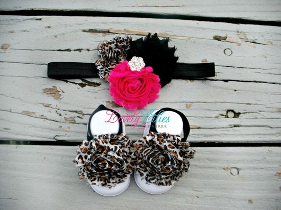 Bought these for baby girl!! 20OFF .. Baby Headband .. Baby Barefoot by LovelyLiliesBoutique, $12.00