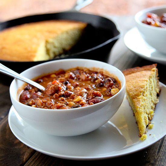 Healthy Turkey & Veggie Chili with Homemade Buttermillk Cornbread by sixykitchen #Chili #Turkey #Veggie #Healthy #Cornbread