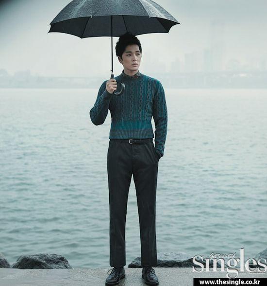 PHOTOS: Lee Hyun Jin gets wet in Singles