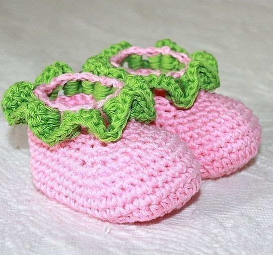 Instant download - Crochet PATTERN (pdf file) - Ruffle Baby booties via Etsy