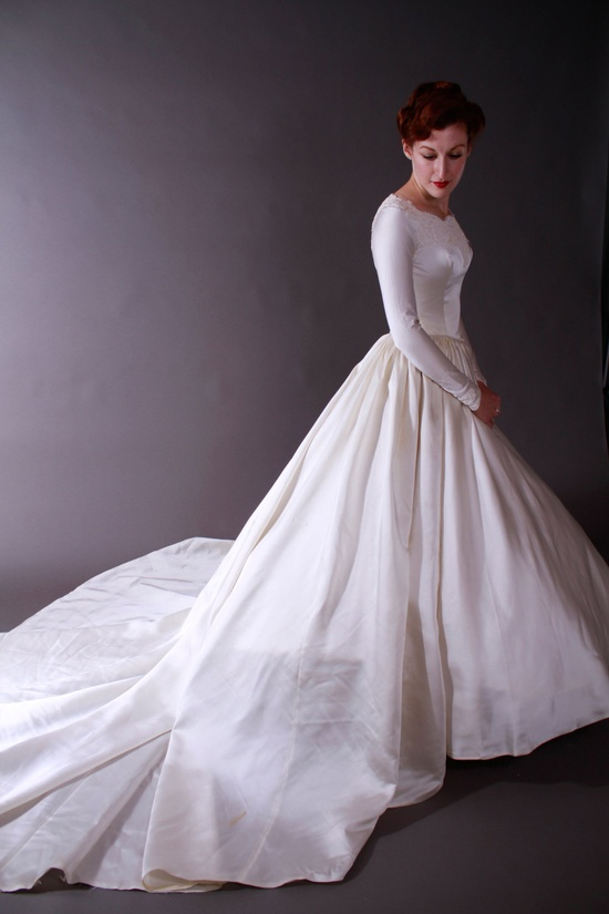 Vintage Stunning 1950s Wedding Dress with Alencon Lace