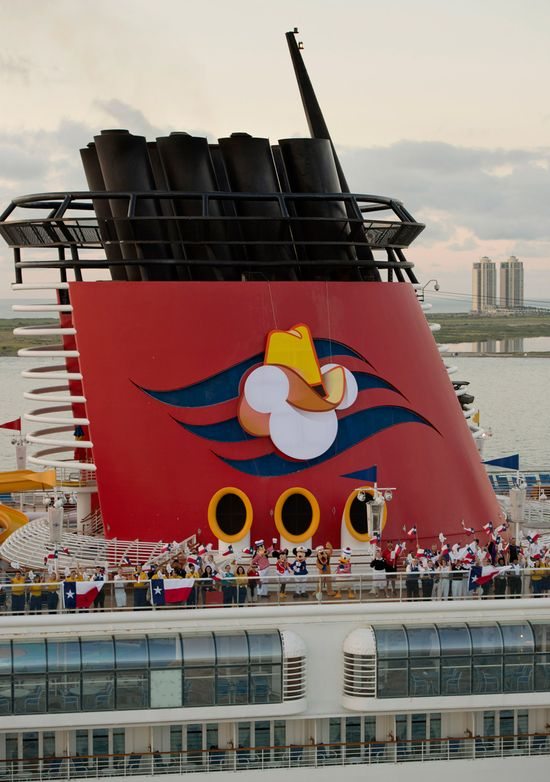 Disney Magic Arrives to Lone Star State with Texas-sized Cowboy Hat // Disney Cruise Line