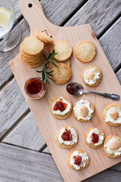 Goat cheese and fig jam, Goat cheese and chutney, not feeling the goat cheese but LOVING the presentation ?