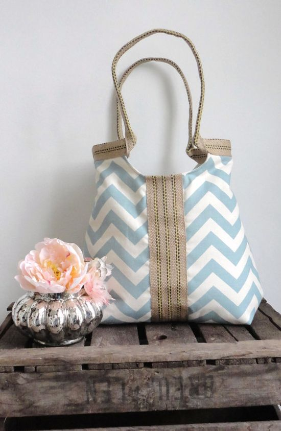 Cute spring bag! From madebynanna at Etsy.