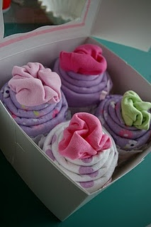 baby onesie cupcakes #tutorial - these were super fun to make using receiving blankets and onesies. in one gift set, i even substituted a baby hat and booties for one of the onesies. a definite hit at the shower!