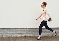 Femme en chaussure à talon
