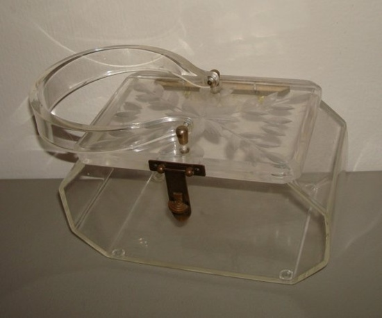 Reverse Carved Clear Lucite Purse (1950s). #vintage #purses #handbags #accessories