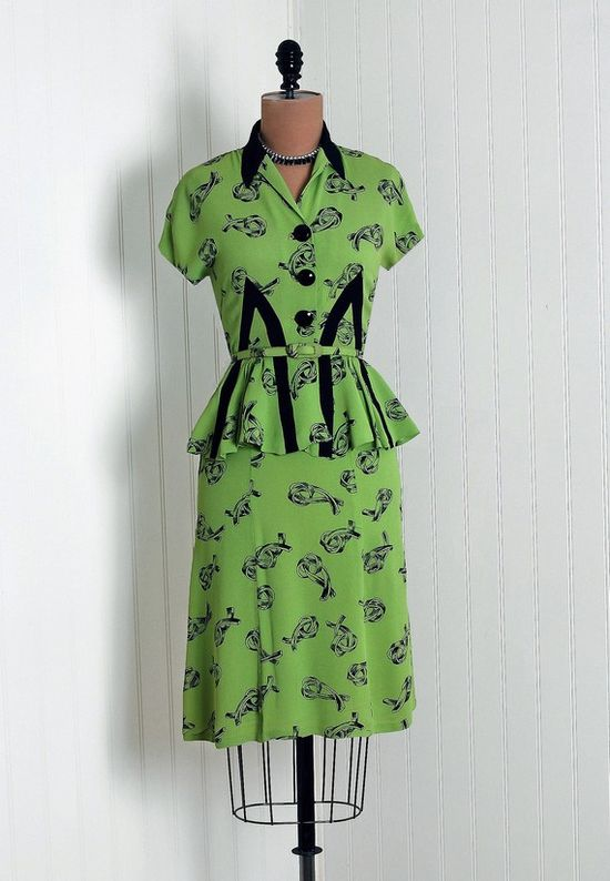 green and black 1940s knot novelty print skirt and peplum blouse set. #vintage #1940s #fashion