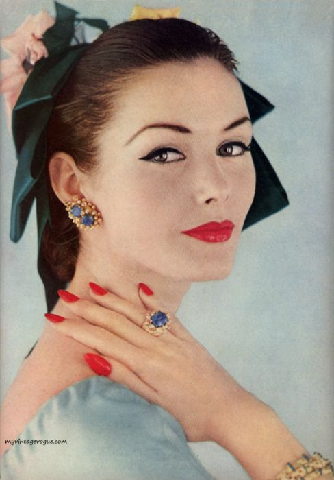 Every last detail and decoration is beautiful. #vintage #1950s #fashion #style #makeup #accessories #jewelry