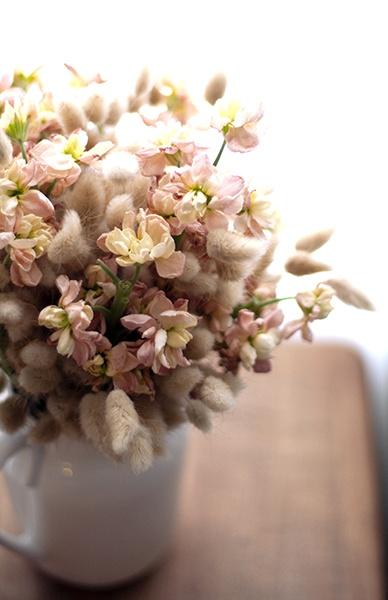 Flower arrangement by Holly Fleur photo by @Cindy Rahe