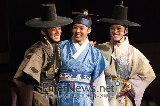 Yoo Ah In #SungkyunkwanScandal #YooAhIn #DramaFever #KDrama. Love these guys and this show