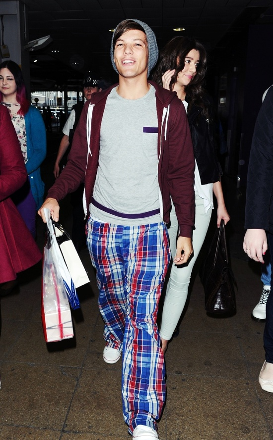 Louis Tomlinson Of One Direction At Air Port #LouisTomlinson #OneDirection #AirP