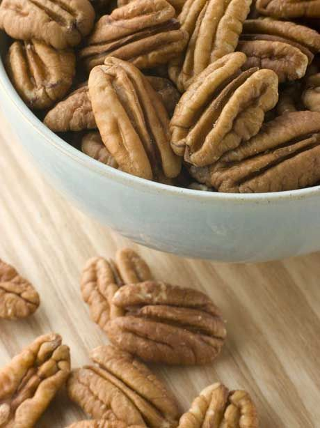 Sweet and Spicy Pecans are one of my favorite snacks!  Super Simple, but Absolutely Delicious! #skinnyms #cleaneating #snacks