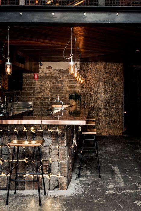 Decoração Bar Balcão com tijolos iluminados e luminária de vidro revistavd 211171
