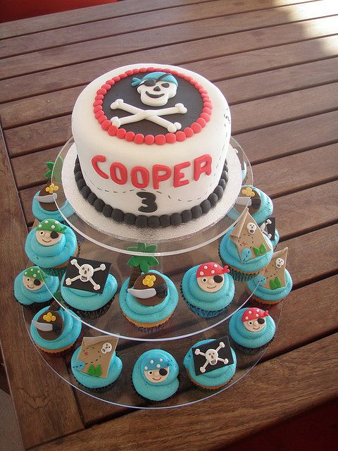 Pirate Cake with cupcakes. LOVE!