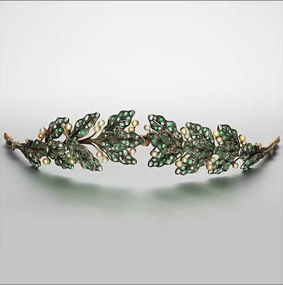 An emerald, pearl and diamond tiara, circa 1900  designed as a laurel wreath
