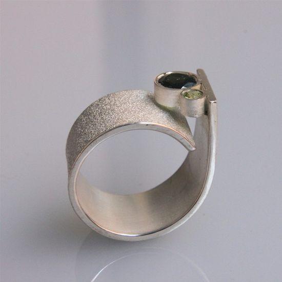 """q"" ring"