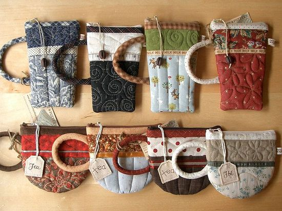 Tea cup and coffee cup zipper pouches.
