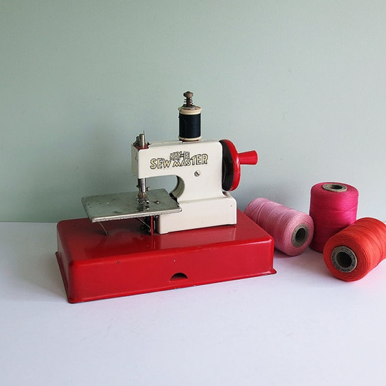 toy sew master, red