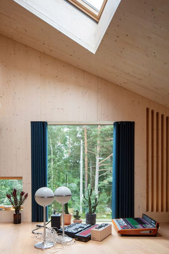 This space is complete with two large windows that open towards a neighbouring forest, alongside a small balcony and gallery level for use as an extra lounge area.