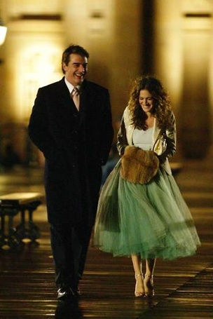 Carrie and Big (I love this part of the series when he goes to Paris to get her and bring her back to NYC so they can live happily ever after) - Sex and the City#misskl #springtimeinparis