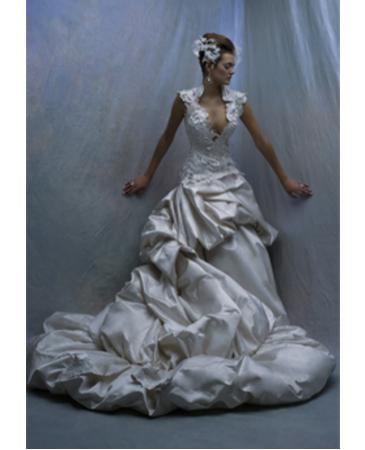 St Pucchi 9264 Wedding Dress, PreOwnedWeddingDr... Listing 28991)