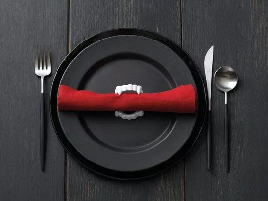 Plastic vampire fangs as napkin rings. Easy and inexpensive. Doesn't have to be for Halloween, could be cosplay party, etc. Just make sure you use creepy/black plates and definitely RED napkins, or the fangs will look totally out of place.