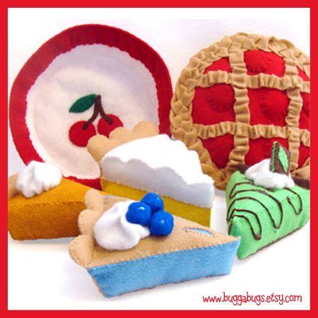 A wonderfully fun selection of felt food pies. #felt #crafts #food #felt_food #DIY #cute #kawaii
