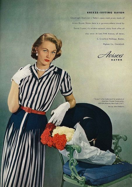 It's really cool how the top of the dress' skirt starts out (almost) solid navy and then switches to a blend of navy and white pleats. So eye-catching and elegantly fun. #vintage #fashion #1950s #dress
