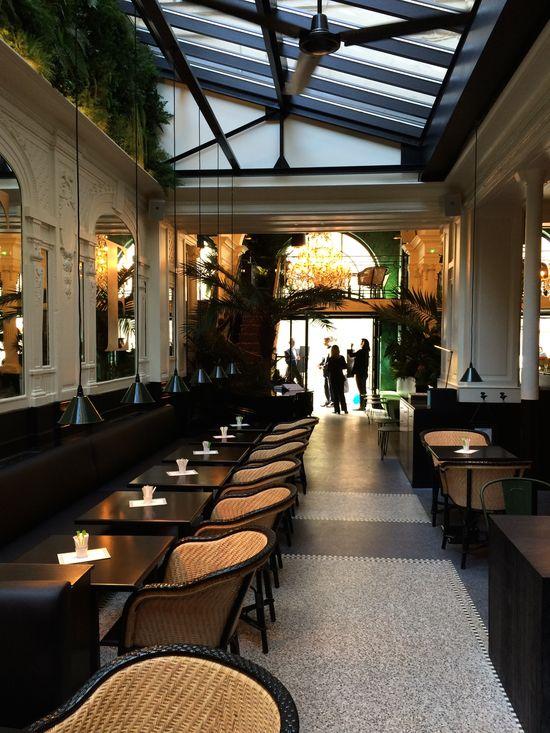 Nouveau restaurant La Fidélité à Paris. Sous la verrière. Design Clemence et Clement