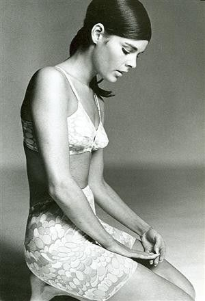 Ali MacGraw Such a great actor and a very believable beauty