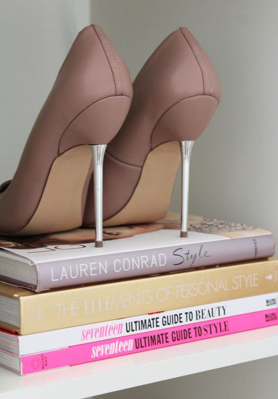 bookcase styling w. shoes