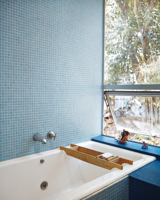 nice bathroom style. really great tile. {that rhymes}