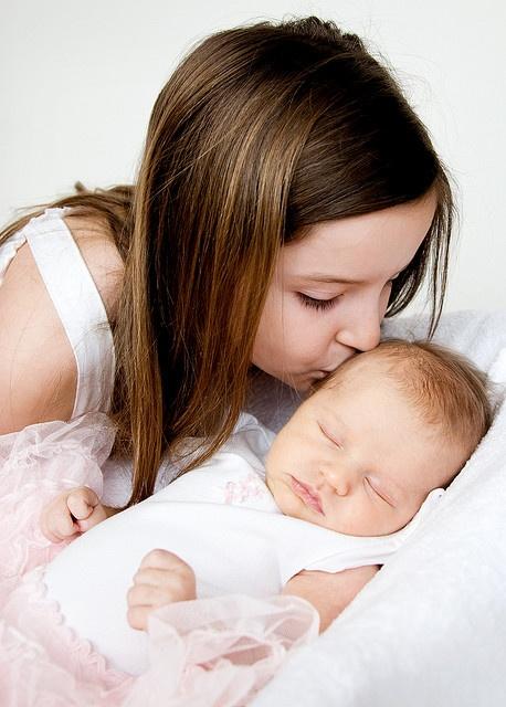 newborn-older siblings