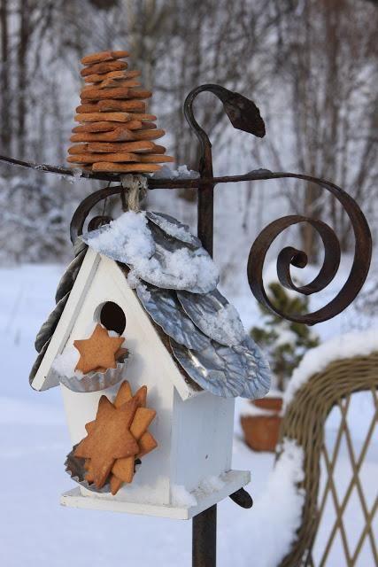 tin roof & bird treats...adorable