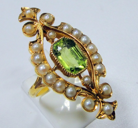 Victorian vintage antique 18 ct solid gold ring - peridot & pearls