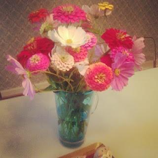 easy pretty flower arrangement