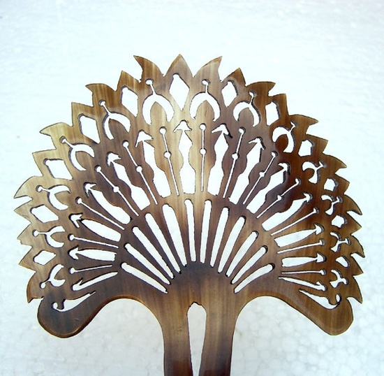 Vintage hair comb Indonesian Balinese horn hair accessory (CCH)