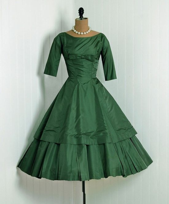 Green 50's dress. Less the bow and I'm in love!