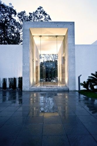 Entrance, with a view through the house. Cañada House, Mexico by Grupo MM