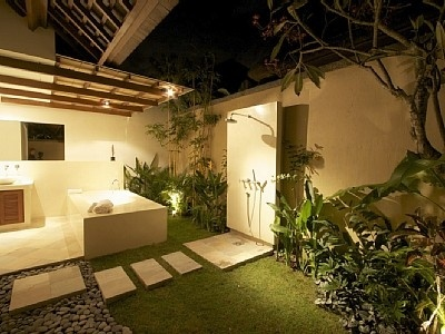 Bathroom Garden. I want this SO bad! Super gorgeous.