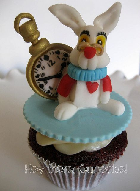 #Alice in #Wonderland #Cupcake The #Rabbit with #Clock, looking amazing! Great #CakeDecorating!
