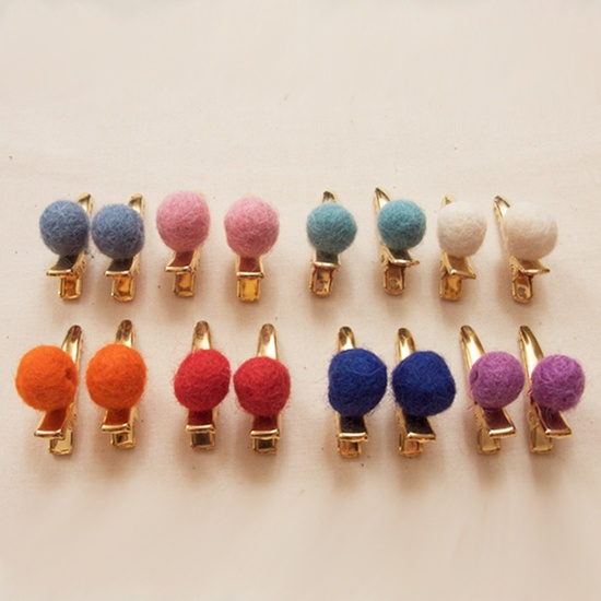 hair pins with fuzzy balls www.atsuyoetakiko...