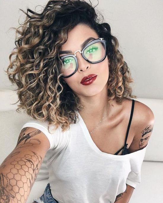 Les 55 Tendances Coiffures Cheveux Bouclés 2019 Géniales à Copier - Page 10