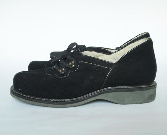 Lamb's wool lined c.1940s winter shoes/low cut boots. #vintage #1940s #shoes #winter