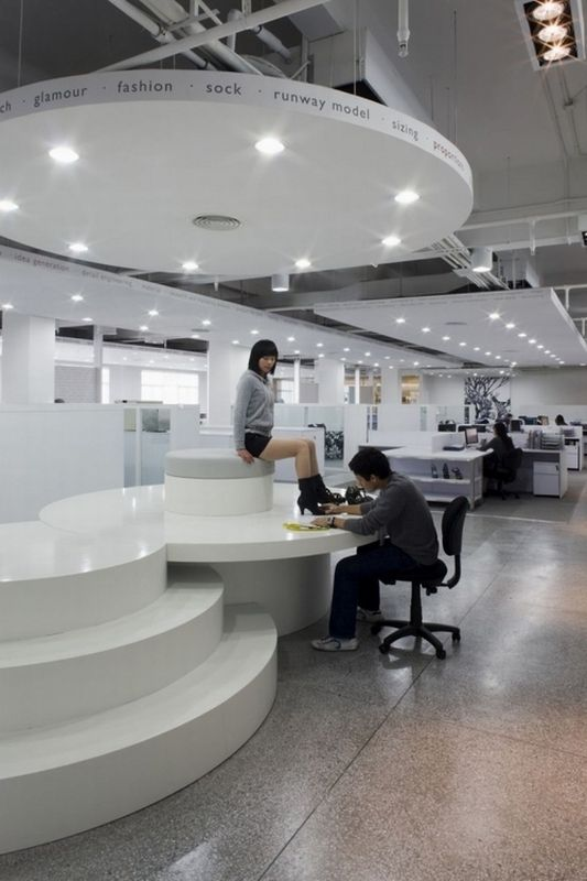 modern and impressive interior office design with impressive white color scheme and stunning lighting