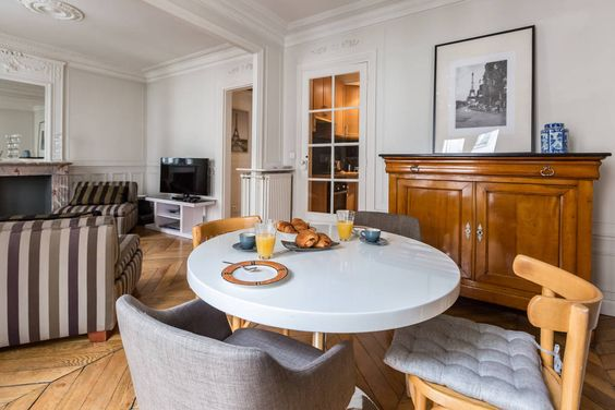 Luxury Flat with A/C and lift - Close to Republique. Can accomodate 2 guests.