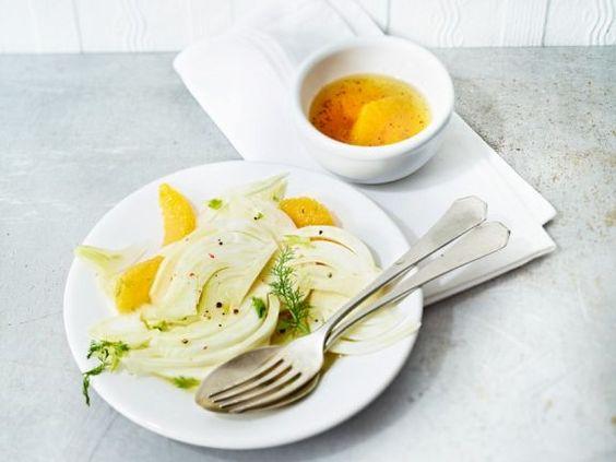 Fenchel-Orangen-Salat ist ein Rezept mit frischen Zutaten aus der Kategorie Gemüsesalat. Probieren Sie dieses und weitere Rezepte von EAT SMARTER!
