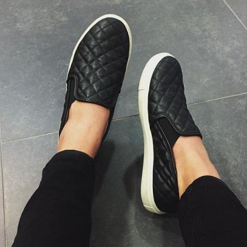 Size 8 Steve Madden Quilted, Flat Black. Not the glossy one. Can find them at Nordstrom