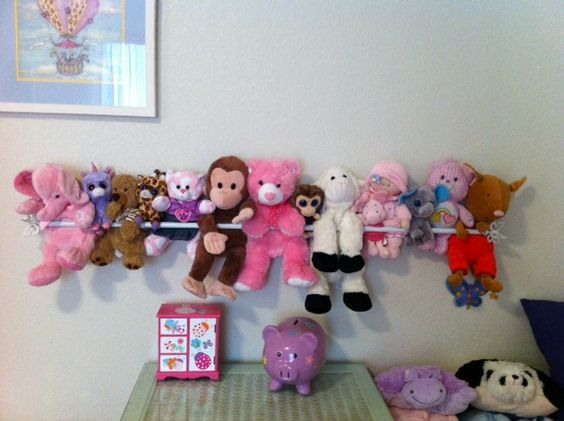 Great idea for displaying stuffed animals. All you need is a curtain rod! Thanks to Auntie Kathryn!